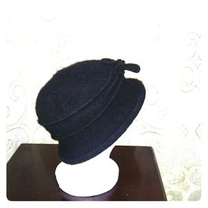 100%wool ladies bucket hat. Black.